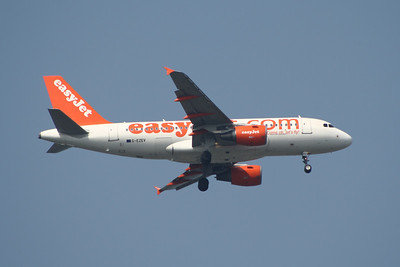 An Airbus A319-111 (G-EZEV) on approach to Glasgow Airport