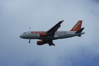 An Airbus A319-111 (G-EZIS) on approach to Glasgow Airport