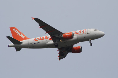 G-EZAP An Airbus A319-111 on approach to Glasgow Airport