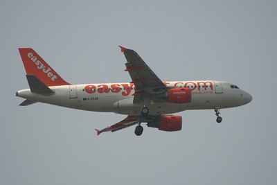 G-EZAW An Airbus A319-111 (G-EZAW) on approach to Glasgow Airport