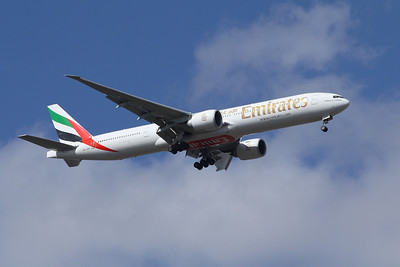 An Emirates Boeing 777-31H/ER (A6-EGP) on approach to Glasgow Airport
