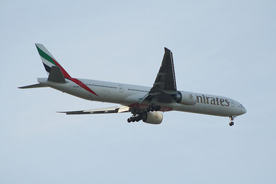 An Emirates Boeing 777-36N/ER (A6-EBB) on approach to Glasgow Airport