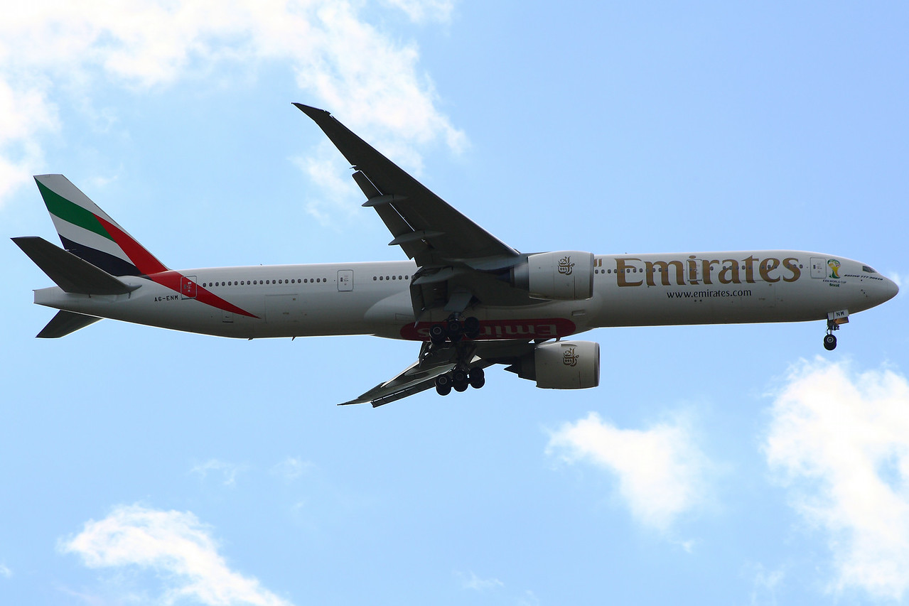 A6-ENM Emirates Airways Boeing 777-31H(ER) Glasgow Airport 29/06/2014