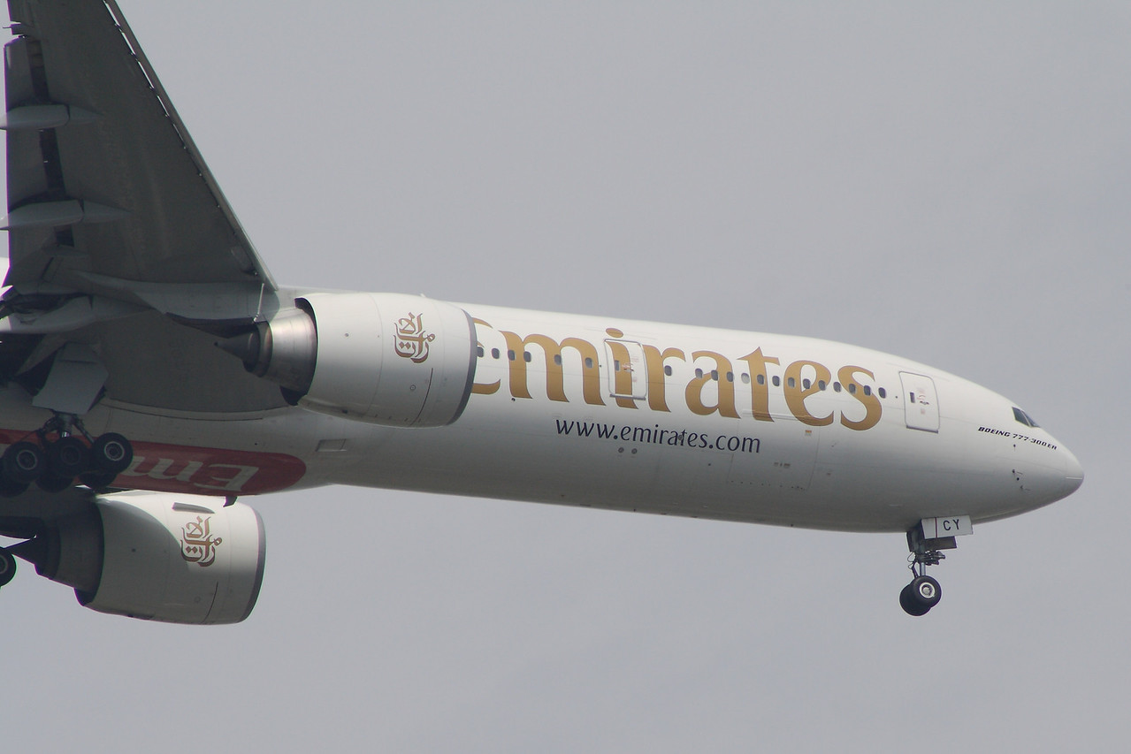 A6-ECY Detail of the Emirates Boeing 777-31H/ER (A6-ECY) on approach to Glasgow Airport