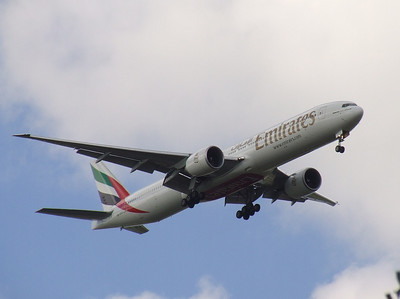 An Emirates Boeing 777-31H/ER (A6-ECZ) on approach to Glasgow Airport