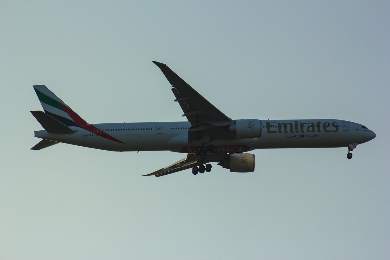 A6-EPA Emirates Airways Boeing 777-31H(ER) Glasgow Airport 18/08/2016