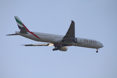 An Emirates Boeing 777-31H/ER (A6-EGP) on approach to Glasgow Airport.