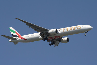 An Emirates Boeing 777-31H/ER (A6-EBZ) on approach to Glasgow Airport