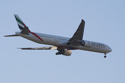 An Emirates Boeing 777-36N/ER (A6-ECP) on approach to Glasgow Airport