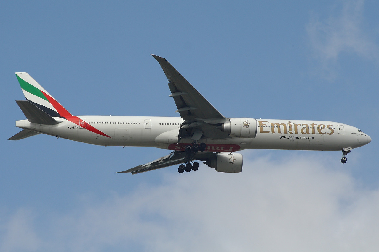 A6-EGM Emirates Airways Boeing 777-31H(ER) Glasgow Airport 27/04/2014