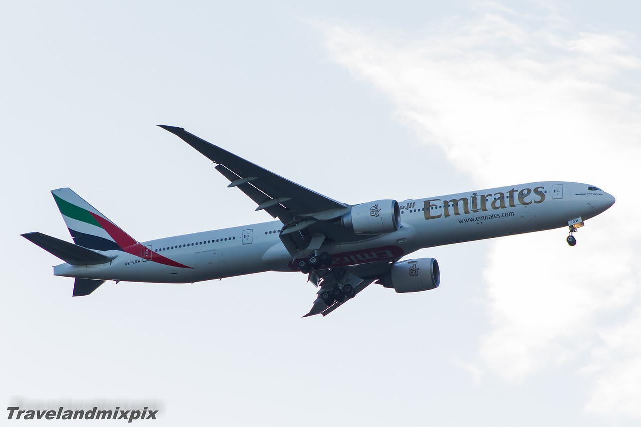 A6-EGW Emirates Airways Boeing 777-31H(ER) Glasgow Airport 25/04/2015