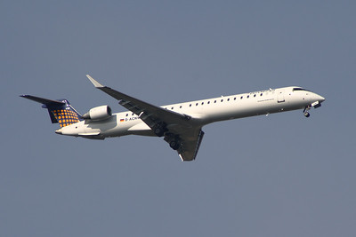 A Eurowings Canadair CL-600-2D24 Regional Jet CRJ-900 (D-ACNW) on approach to Glasgow Airport