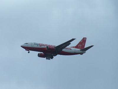 Boeing 737-31S (G-GSPN) of Flyglobespan on approach to Glasgow Airport. It  joined the fleet in February 2004, and was withdrawn in January 2009.