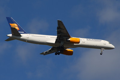 TF-FIC Icelandair Boeing 757-23N Glasgow Airport 26/08/2014