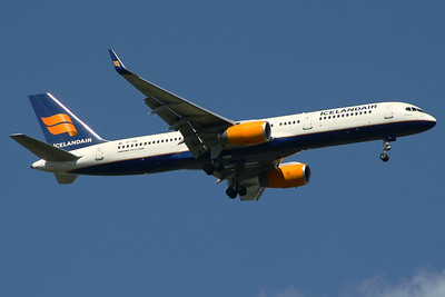 TF-FIN Icelandair Boeing 757-208 Glasgow Airport 01/07/2014