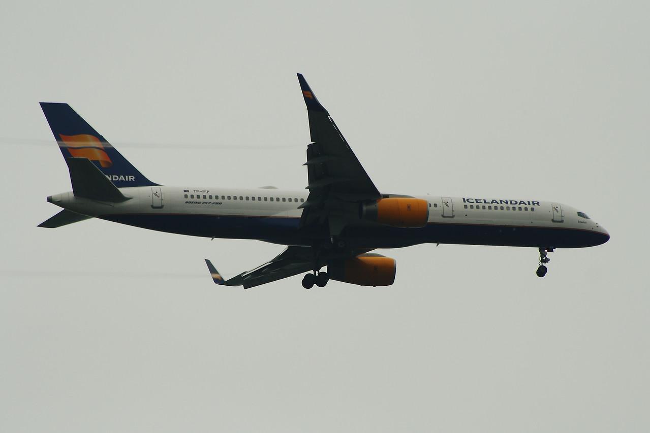 TF-FIP Icelandair Boeing 757-208 Glasgow Airport 19/09/2014