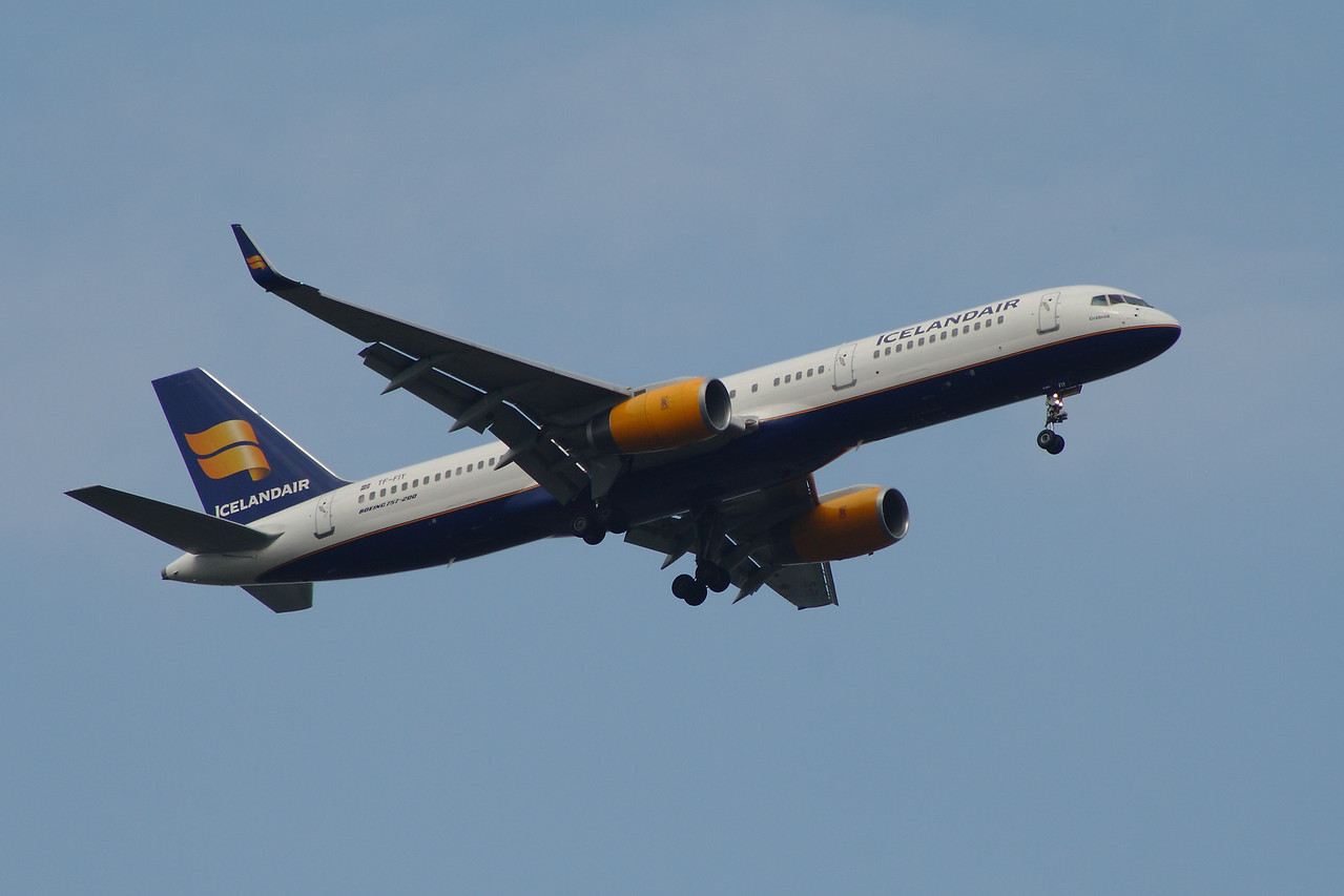 TF-FIY Icelandair Boeing 757-256 Glasgow Airport 28/04/2014 Withdrawn September 2015
