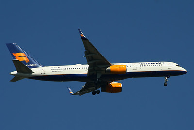 TF-FIJ Icelandair Boeing 757-208 Glasgow Airport 25/07/2014
