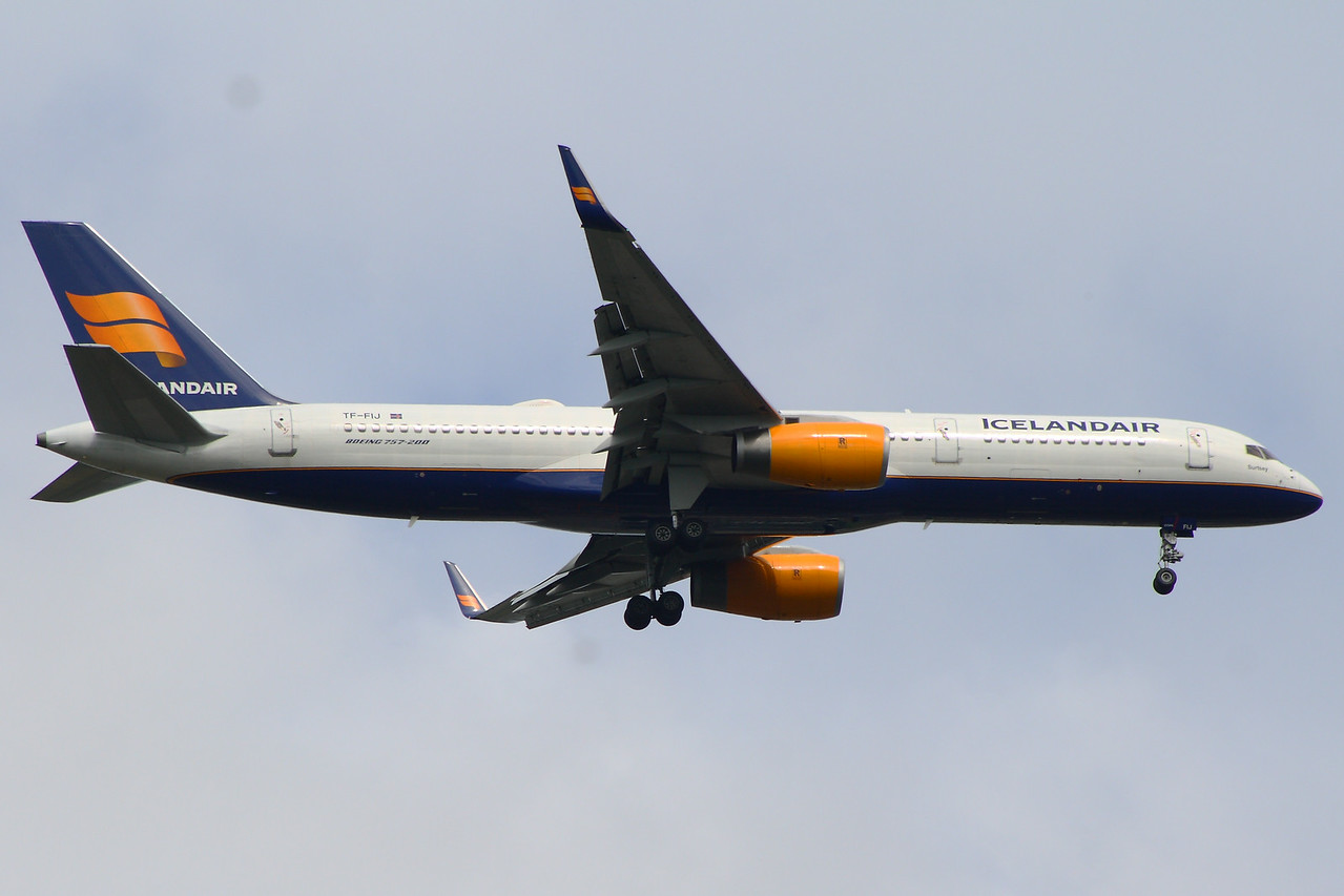 TF-FIJ Icelandair Boeing 757-208 Glasgow Airport 26/06/2014