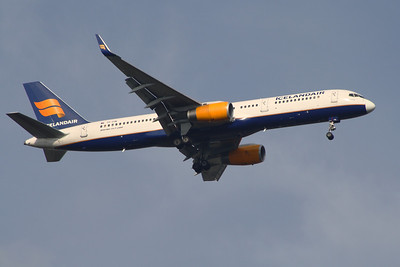TF-FIN An Icelandair Boeing 757-208 on approach to Glasgow Airport