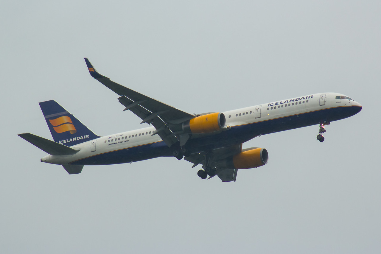 TF-ISK Icelandair Boeing 757-223 Glasgow Airport 19/08/2016