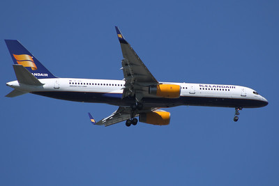 TF-FIU An Icelandair Boeing 757-256 on approach to Glasgow Airport
