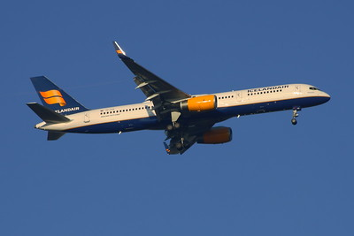 TF-FIS Icelandair Boeing 757-256 Glasgow Airport 18/11/2014