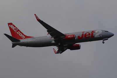 G-GDFP A Boeing 737-8Z9 of Jet2 on approach to Glasgow Airport