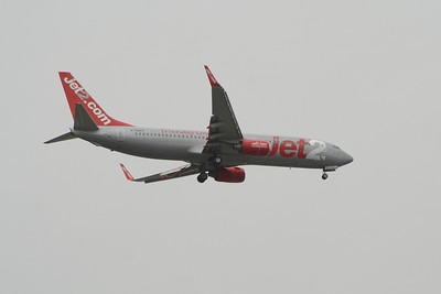 A Boeing 737-829 (G-GDFP) of Jet2 on approach to Glasgow Airport