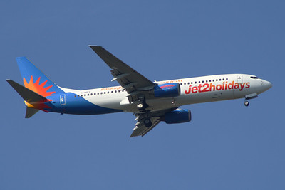A Boeing 737-85P (G-GDFF) of Jet2 Holidays on approach to Glasgow Airport