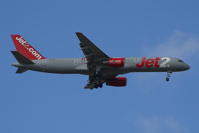 G-LSAH A Boeing 757-21B of Jet2 on approach to Glasgow Airport