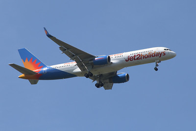 A Boeing 757-23N (G-LSAK) of Jet2 Holidays on approach to Glasgow Airport
