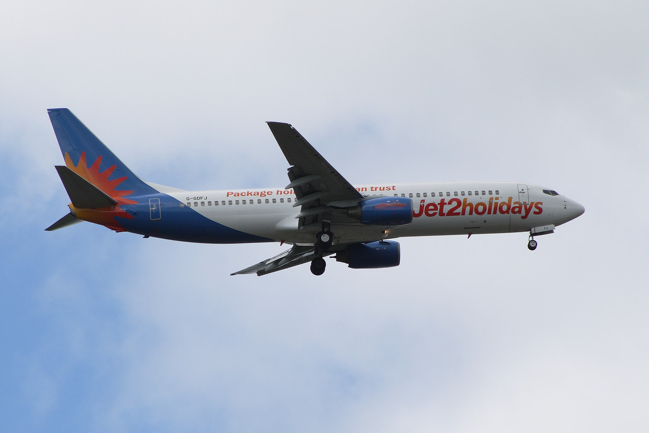 A Boeing 737-804 (G-GDFJ) of Jet2 Holidays on approach to Glasgow Airport