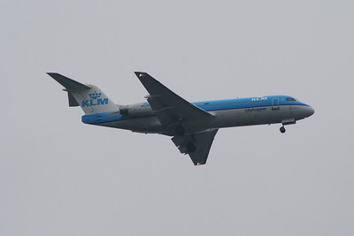 PH-KZN A KLM Cityhopper Fokker 70 (F-28-0070) on approach to Glasgow Airport