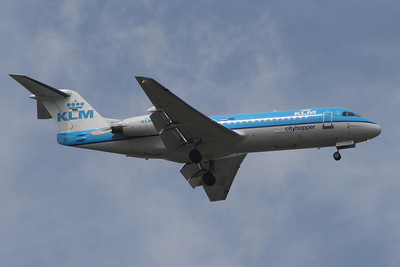 A KLM Cityhopper Fokker 70 (F-28-0070) (PH-KZP) on approach to Glasgow Airport