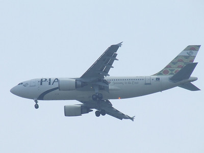 An Airbus A310-308 (AP-BEU) of Pakistan International Airlines on approach to Glasgow Airport