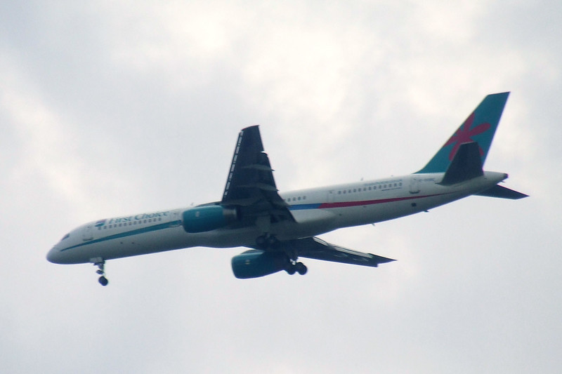 G-OOBE<br /> First Choice Boeing 757-28A on approach to Glasgow Airport. The aircraft now has Thomson Airways