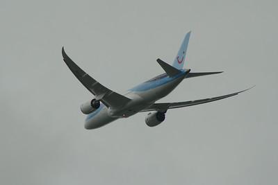 G-TUIC Thomson Airways Boeing 787-8 Glasgow Airport 15/05/2014