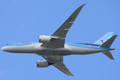 G-TUIA Thomson Airways Boeing 787-8 Glasgow Airport 10/07/2014