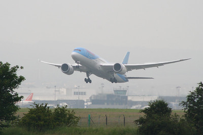 G-TUIC Boeing 787-8 Dreamliner of Thomson Airways taking off from Glasgow Airport on it's inaugural service for Thomson Airways on a long haul service to Cancun. Thomson are the first British airline to fly the Dreamliner in service, and will dramatically improve on the quality of aircraft available to the fleet.