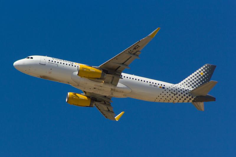 EC-MDZ<br> Airbus A320-232<br> Vueling<br> Malaga Airport<br> 27/06/2015<br>