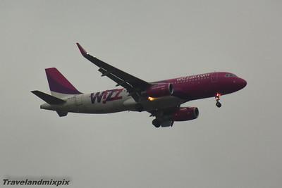 HA-LWR Wizz Air Airbus A320-232 Glasgow Airport 12/04/2016