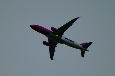 HA-LWX Wizz Air Airbus A320-232 Glasgow Airport 21/07/2014