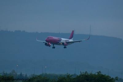HA-LWX Wizz Air Airbus A320-232 Glasgow Airport 27/05/2016
