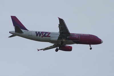 A Wizz Air Airbus A320-232 (HA-LPN) on approach to Glasgow Airport