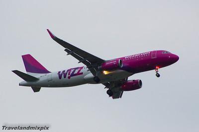 HA-LYM Wizz Air Airbus A320-232 Glasgow Airport 16/07/2015