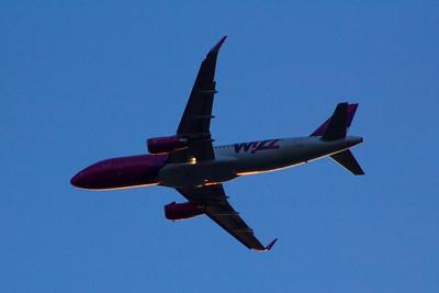 HA-LYL Wizz Air Airbus A320-232 Glasgow Airport 25/07/2015