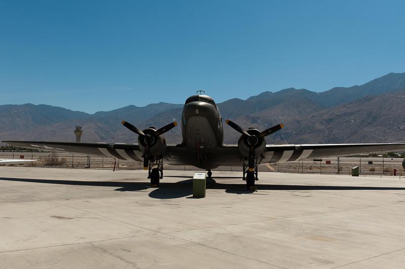 Douglas C-47/DC-3 Skytrain (Dakota)