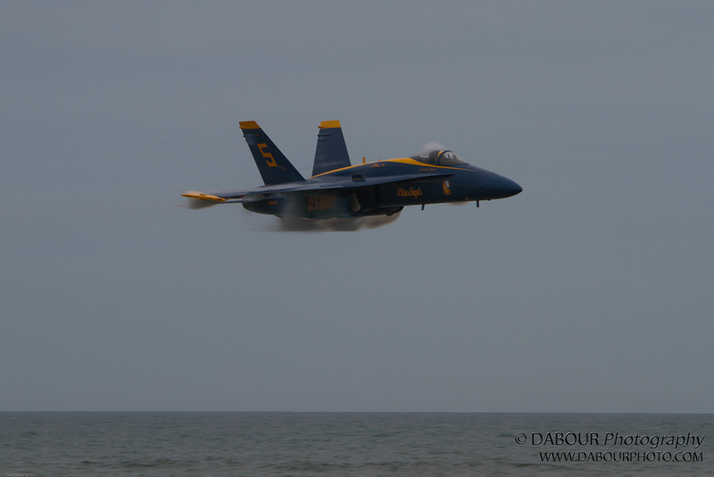 JonesBeachAirshow2010-1727 - check out the vapor trail and how low to the water