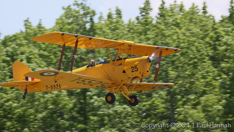 de Havilland Tiger Moth DH82A N6463 Takeoff